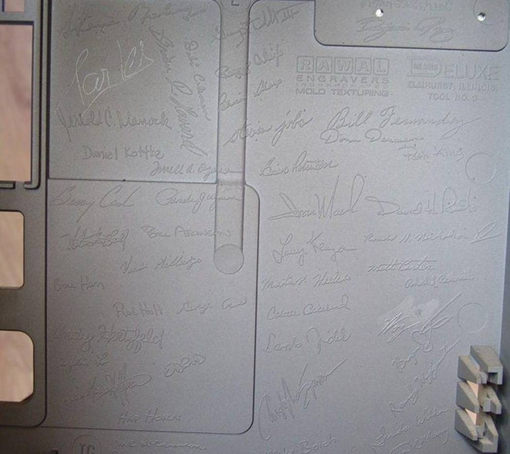 signatures-of-the-original-mac-division-employees-appear-inside-the-mac-128k-case-photo-u2_w=650&q=60&fm=pjpg&fit=crop&crop=faces